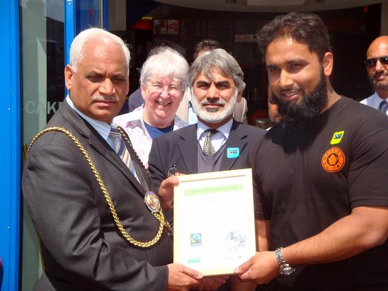 Picture of Shahed Koyes receiving a certificate